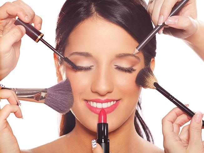 mujer maquillaje