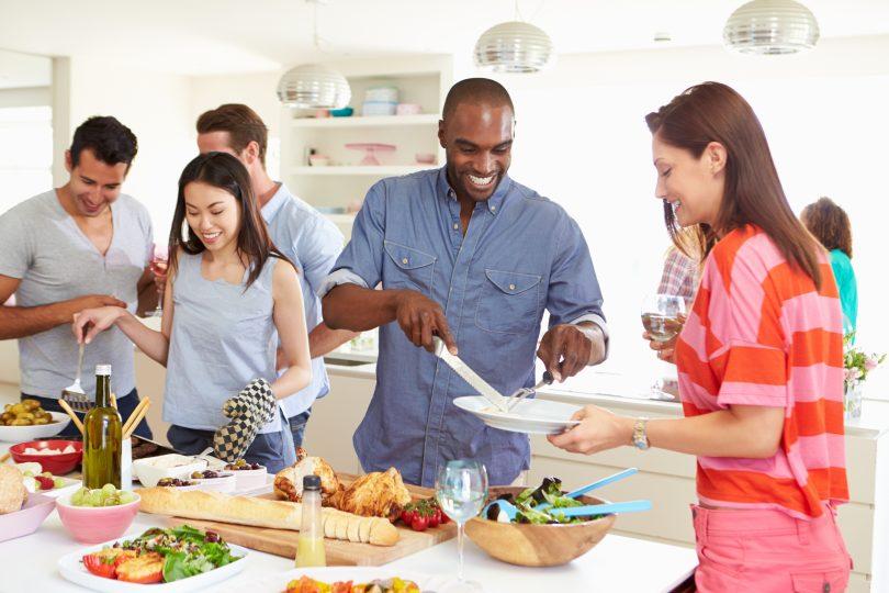 Gente cocinando - trucos caseros cocina