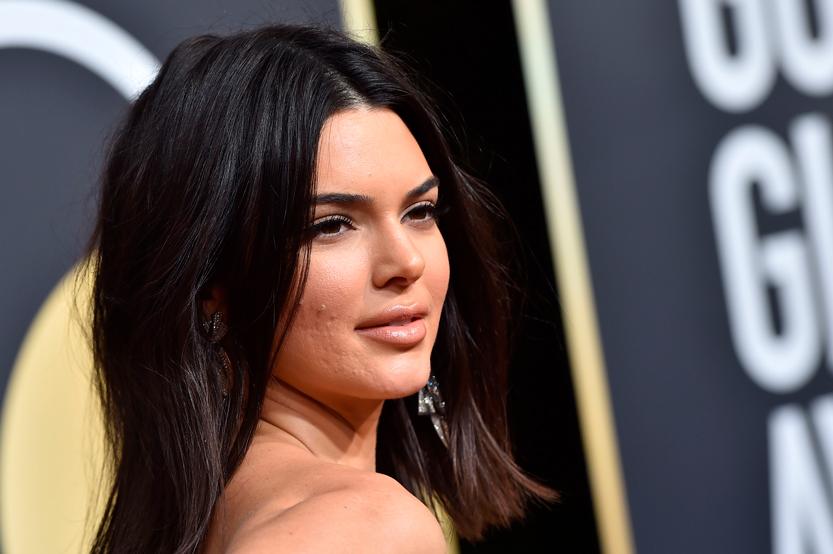 Kendall Jenner con acné en un evento
