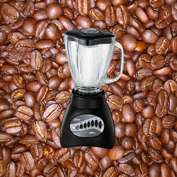 Usar licuadora para moler los granos de café.