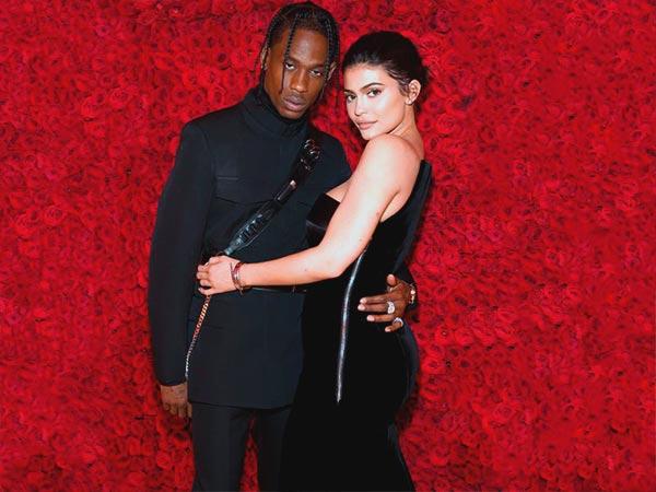 Travis Scott regaló un Rolls Royce a Kylie Jenner.