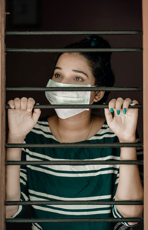 errores en el confinamiento mujer en casa