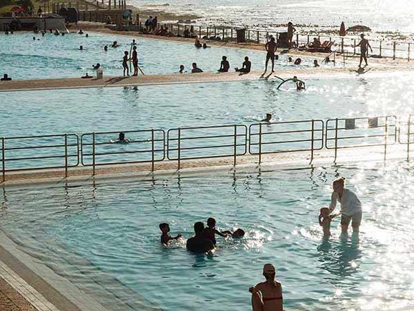 Consejos para evitar contagios por covid en playas y piscinas