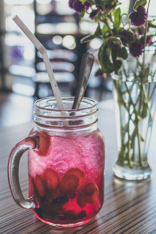 como hacer cócteles sin alcohol y sin azúcar mojito mandarina y fresa