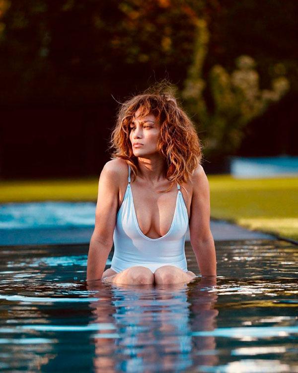 bañadores y bikinis verano 2020 Jennifer Lopez