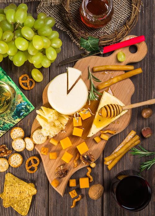 tabla de quesos y fruta