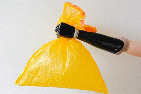 La selección de basura perfecta cubo amarillo