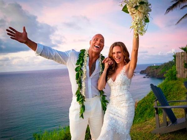 Famosos como Dwayne Johnson se casaron en una boda secreta