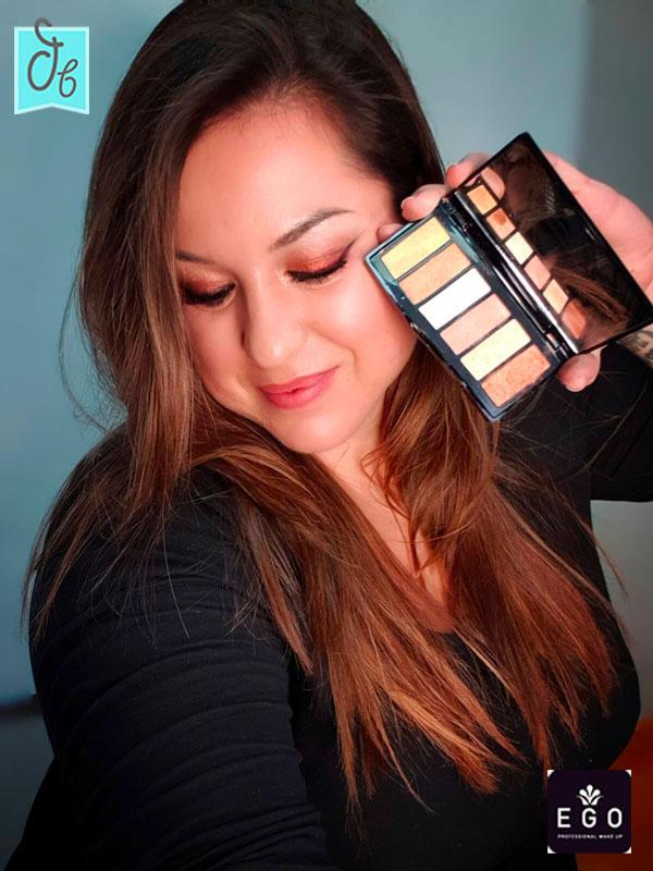 Maquillaje ahumado en tonos dorados de Alba Albero