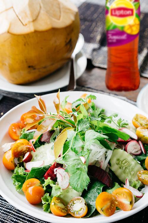 Receta de Ensalada Tropical con Vinagreta de Fruta de la Pasión