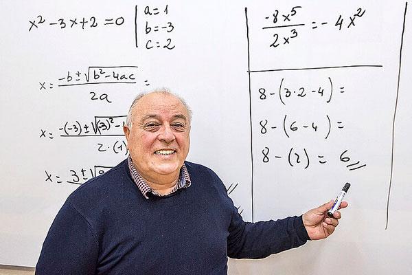 Carlos Maxi profesor tik tok tercera edad