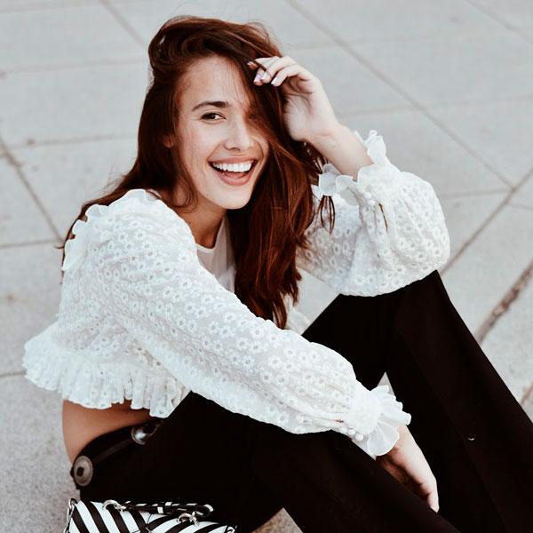 influencer Ana Moya posando