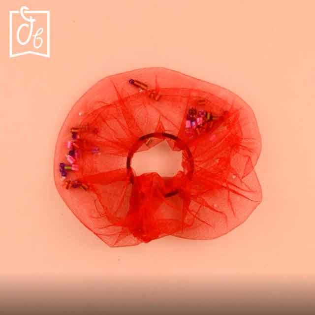 cómo hacer scrunchie transparente con abalorios