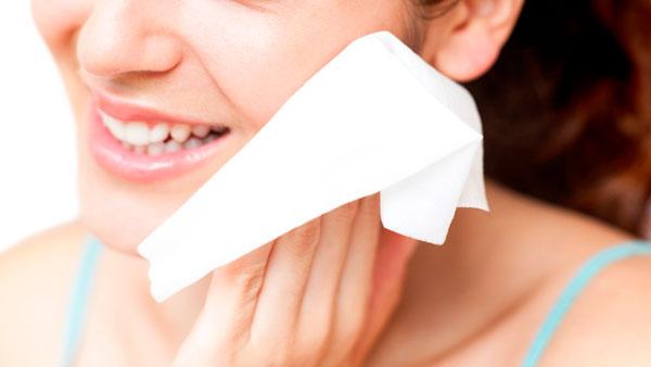 toallas desechables para limpiar la cara
