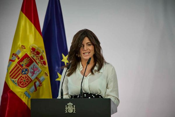 Ana Iris dando un discurso sobre la España Vaciada