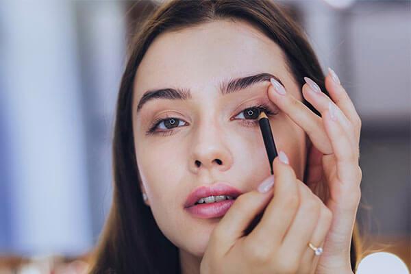 Cómo pintarse los ojos para que parezcan más grandes