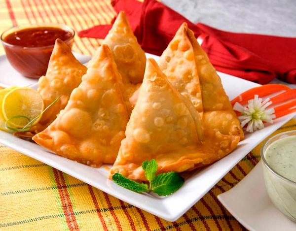 Samosas de patata y guisantes Recetas típicas de la India