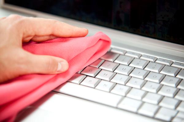Limpia el teclado con un paño Cómo limpiar de forma efectiva el teclado