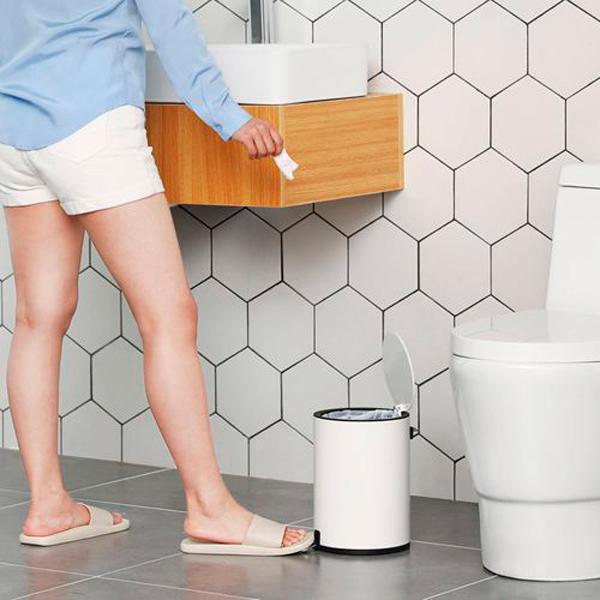 Papelera en el cuarto de baño Cambios con los que reducirás residuos