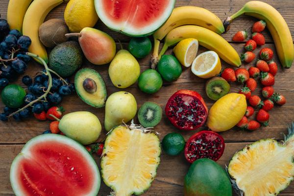 5 alimentos que no pueden faltar en verano y que te ayudarán a llevar mejor el calor