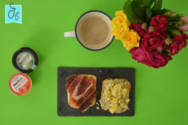 Dos tostas para desayunar o para picotear muy fáciles de preparar