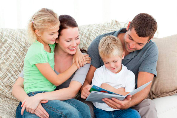 Familia con un cuento
