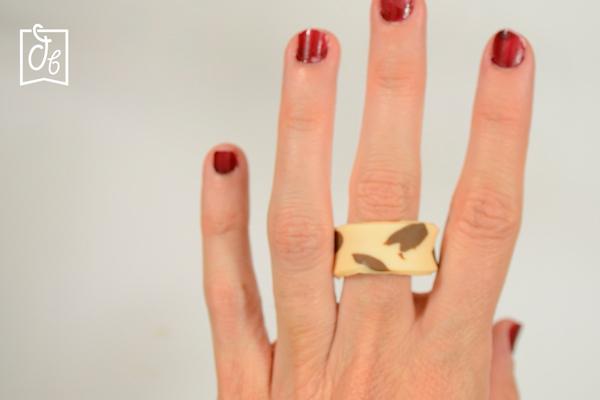 anillo de colores estampado de vaca