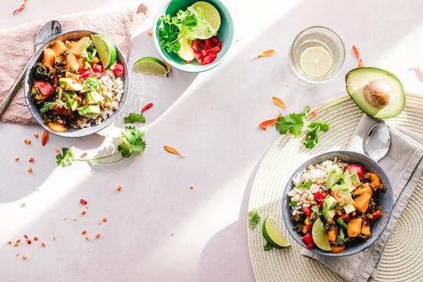 6 recetas de ensaladas de verano completas y fáciles de preparar