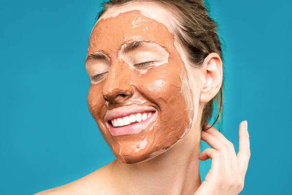 Usa mascarillas faciales Piel sana e hidratada
