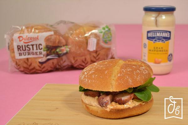 Receta de hamburguesa de pulpo a la brasa con mayonesa de pimentón