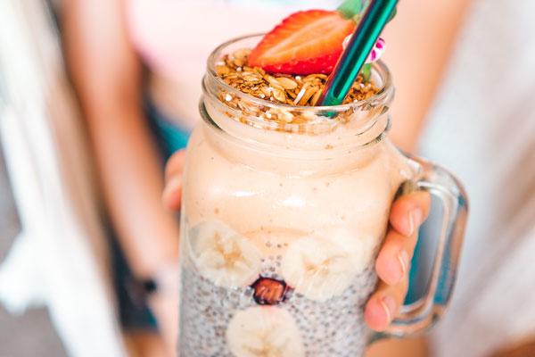 Recetas de smoothies sin azúcar saludables para refrescarte este verano
