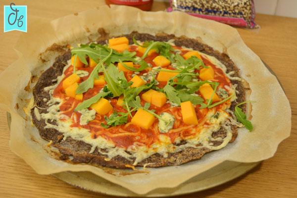 Pizza de quinoa, una masa fácil, sin gluten rica y saludable