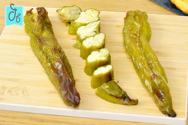 Receta de pimientos verdes rellenos de tortilla de patata