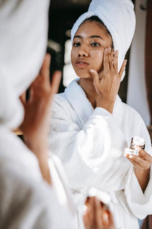 Rutina facial de noche: este es el orden en el que ponerte tus cremas y tratamientos